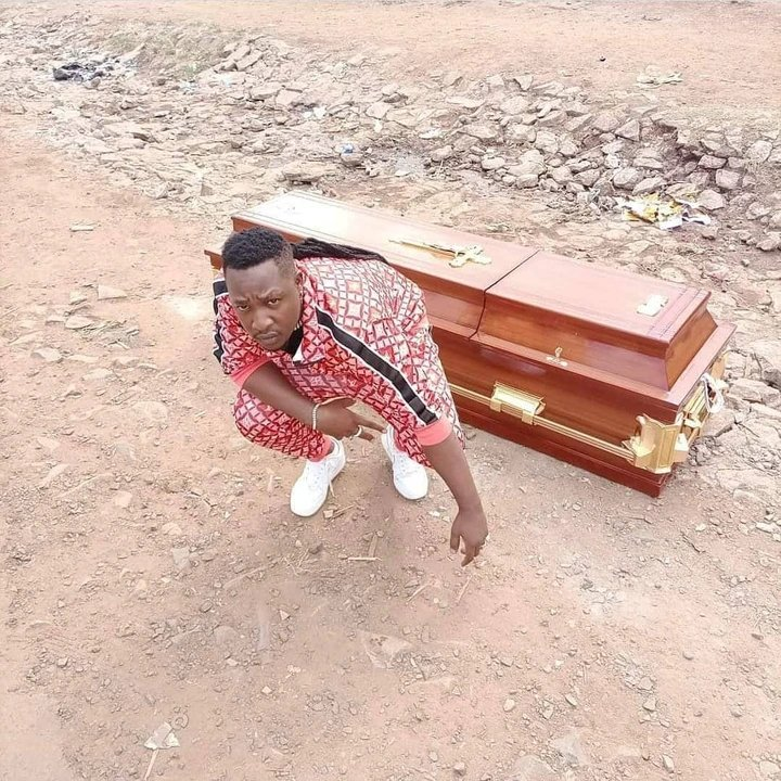 newslite1617060262149 - Musician buys his own coffin before death [Photos]